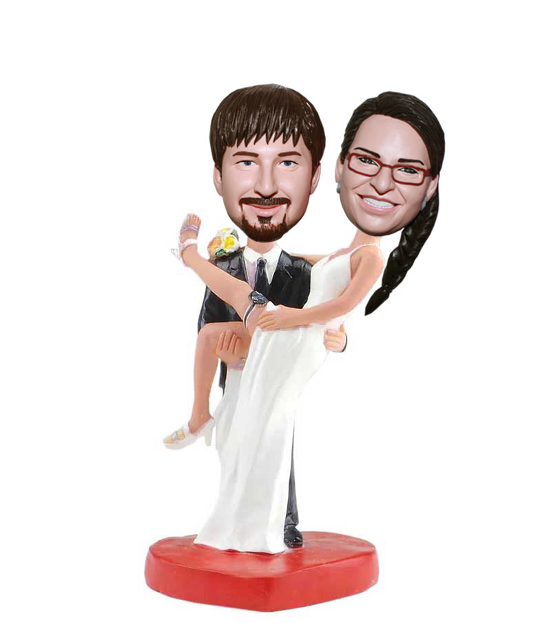 bobblehead wedding cake toppers personalized custom groom holds the bobblehead wedding cake toppers 12068
